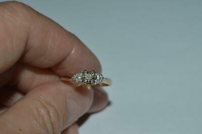 LADIES CUTE 1OKT GOLD DIAMOND CLUSTER PROMISE RING (SIZE 7)1.9 GRAMS.. ()