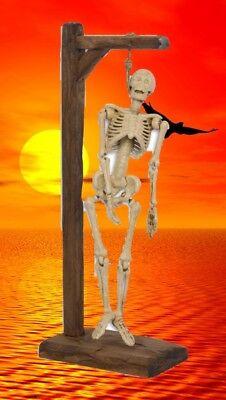Halloween Eisenguss Skelett am Holz Galgen Geschenk Party Gag Curios Dekoration