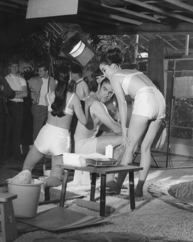 You Only Live Twice Sean Connery Massage Japanese Girls James Bond 8x10 Photo