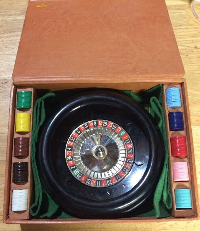 Lowe  Vintage 1941 Roulette Wheel In Box W/ Chips, Layout, Paperwork
