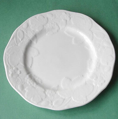 Wedgwood Strawberry and Vine Salad Dessert Accent Plate Set of 4 Boxed New](Plate And Vine)