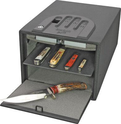 Gun Vault MultiVault Biometric Uses biometrics, specifically fingerprint recogni