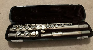 Yamaha flute with hard case and carrying bag