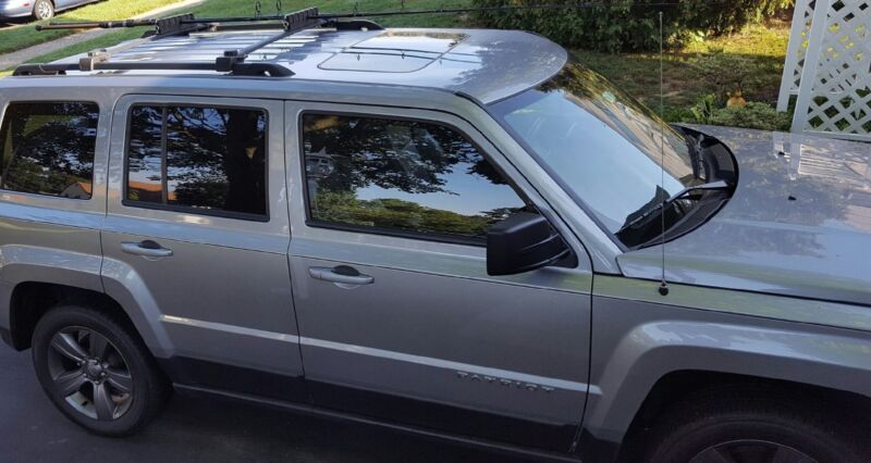 Car SUV Roof Top Rack 6 Fishing Rod Carrier / Holder  (Crossbars not included)