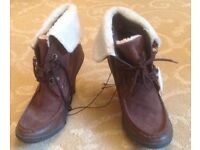 Stylish brown heeled lace-up short boots with sheepskin cuff.