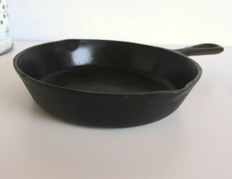 Cookware pan Cast Iron Skillet Number 3 with Dual Pour Spouts and Heat Ring
