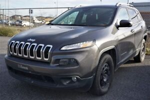 2015 Jeep Cherokee North 4X4 V6 3.2L + HITCH North 4X4 V6 3.2L +
