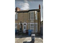Student house with 4 bedrooms off Newland Avenue.