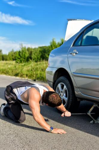 Wie Sie mit Hebehilfen und Böcken sicher am Fahrzeug arbeiten