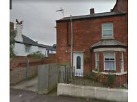 One Bedroomed Town House To Rent - Off Street Parking - Full of Character
