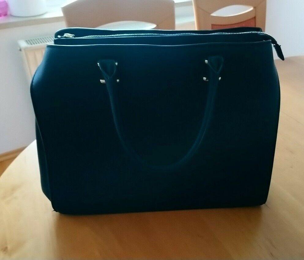 Handtasche mit Umhängegurt, Farbe schwarz, neuwertig nicht benutzt