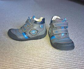 boys clarks shoes size 9.5 G