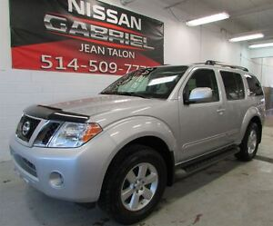2010 Nissan Pathfinder SE 4WD ONE OWNER/NEVER ACCIDENTED/8TIRES/