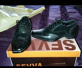 Boys 6.5 formal shoes