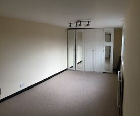 **BEAUTIFUL MASTER BEDROOM TO RENT IN BARKING, IG11 ALL BILLS INCLUDED**