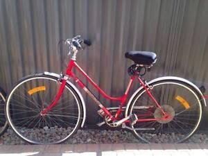 Women's Vintage Dutch Bicycle Maroubra Eastern Suburbs Preview