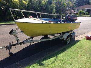 14 ft tinny forward steer/control elec start 40 hp mariner Capalaba West Brisbane South East Preview