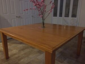 Dining table Mount Riverview Blue Mountains Preview