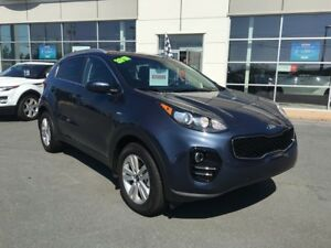 2018 Kia Sportage AWD Camera, heated seats. New.