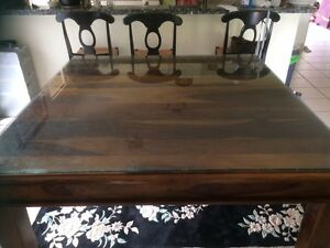 Gorgeous 8 seater square dining table Petrie Pine Rivers Area Preview