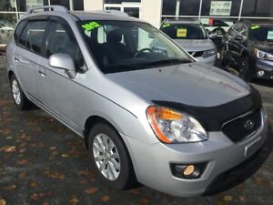 2012 Kia Rondo EX 3rd Row Seating!  Only 52652 kms.