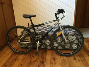 Mountain bike  Giant  ATX 760 Salamander Bay Port Stephens Area Preview
