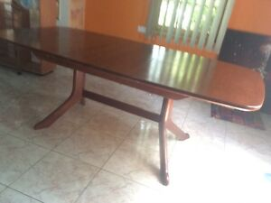 Dining table extendable Airds Campbelltown Area Preview