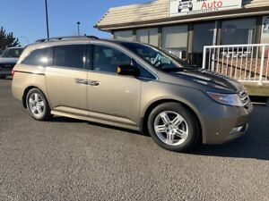 2012 Honda Odyssey Touring CLEAN CARFAX - ONE OWNER