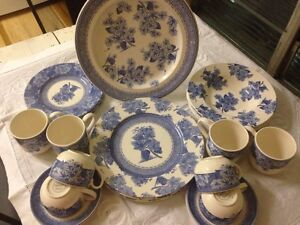 Wedgwood Vintage Blue Dinnerset Cairns Cairns City Preview