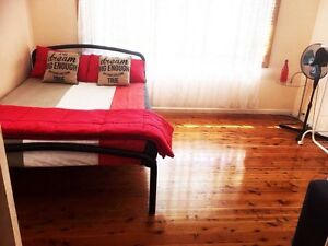 Short term: Single & double rooms. No bills Blacktown Blacktown Area Preview