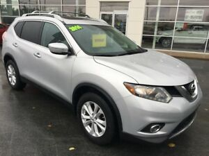 2014 Nissan Rogue SV Super Clean, Power Roof and seat.