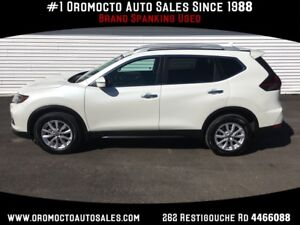 2018 Nissan Rogue SV Panoramic roof,Heated Seats, Back Up Cam...