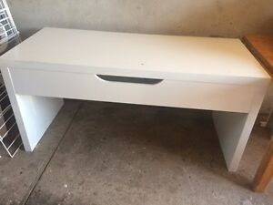 Free table Burwood Burwood Area Preview