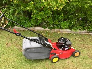 briggs and stratton 450 series lawn mowers gumtree. Black Bedroom Furniture Sets. Home Design Ideas