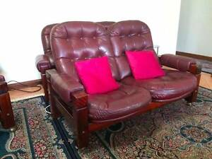 Maroon leather sofa 7 seats Hebersham Blacktown Area Preview