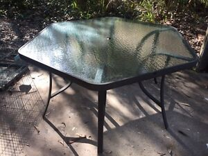 Free outdoor dining table Medowie Port Stephens Area Preview