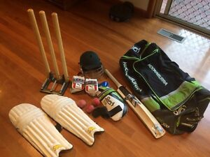 Full adult/youth cricket set including bag with wheels Highett Bayside Area Preview