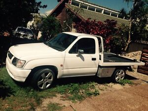Toyota hilux 2.7 workmate. 04 mod Corlette Port Stephens Area Preview