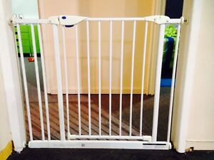 Baby safety gate with extension North Tivoli Ipswich City Preview