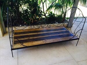 Beautiful Antique Day Bed Wannanup Mandurah Area Preview