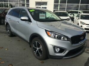 2016 Kia Sorento 2.0L EX One Owner! AWD. Leather Seats.