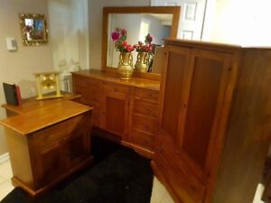 Walnut wood bedroom set with lock and key chambre