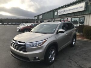 2016 Toyota Highlander Limited AS NEW/LOW KMS!!!