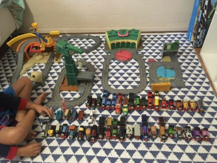 Thomas the tank engine die cast set with tracks