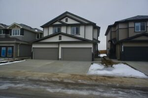3 Bed 2.5 Bath Duplex Dbl Garage Laurel Crossing Edmonton