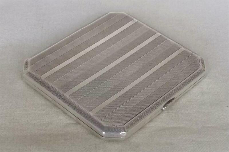 A STUNNING ANTIQUE SOLID STERLING SILVER ENGLISH CIGARETTE CASE DATES 1925