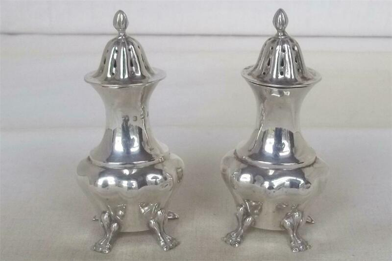 A FINE ANTIQUE PAIR OF SOLID STERLING SILVER EDWARD VII PEPPERETTES DATES 1902.