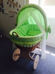 BABY BASSINET Macquarie Fields Campbelltown Area Preview