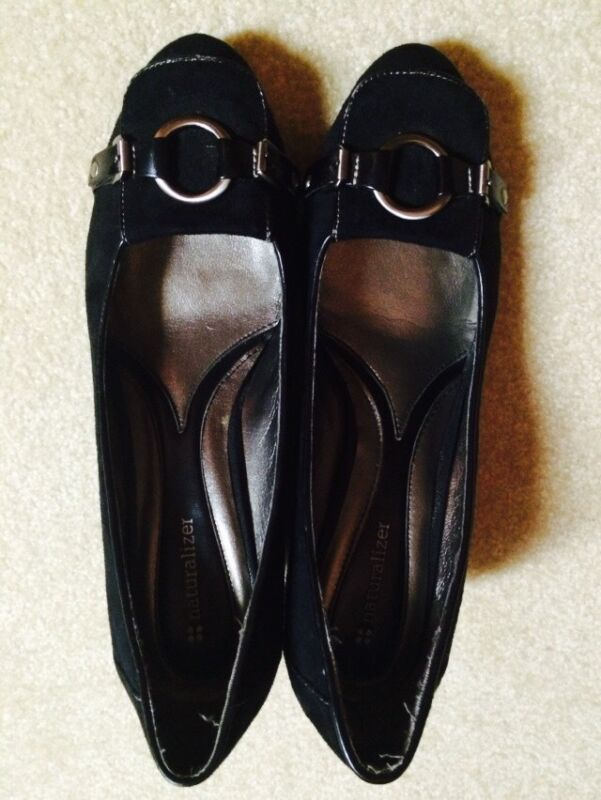Women's black naturalizer shoes size 9 heels with silver metal buckle