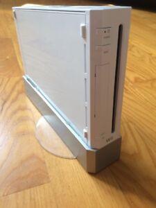 Console Wii avec tous les accessoires+ 8 jeux et 86 minis jeux